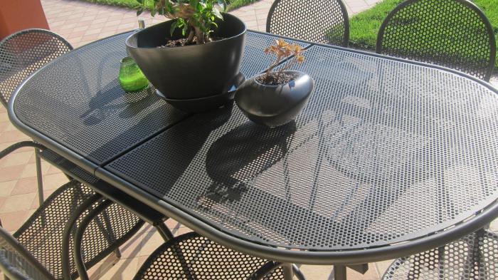 Tavoli da esterno scegli quello che fa per te tra pi di 60 modelli rose in the wind - Tavolo in ferro battuto da giardino ...