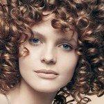 capelli corti ricci2 150x150   Dai forma ai tuoi ricci! 40 foto per scegliere il taglio capelli che fa per te!
