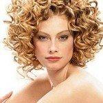 capelli corti ricci29 150x150   Dai forma ai tuoi ricci! 40 foto per scegliere il taglio capelli che fa per te!