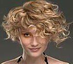 capelli corti ricci36 150x132   Dai forma ai tuoi ricci! 40 foto per scegliere il taglio capelli che fa per te!