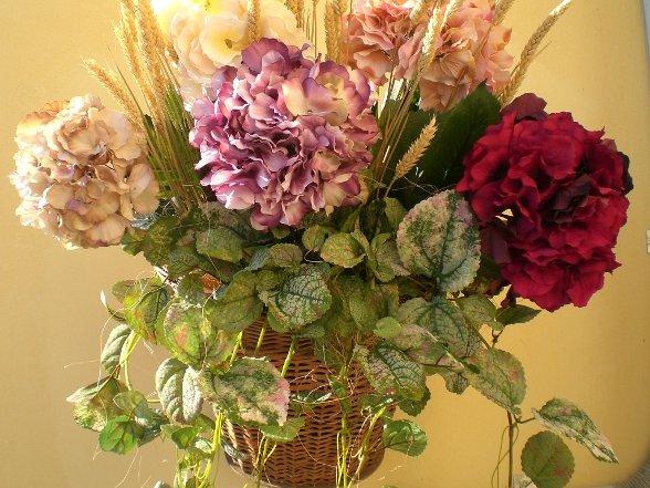 Decora la tua casa con un originale composizione di fiori for Arredare con fiori finti