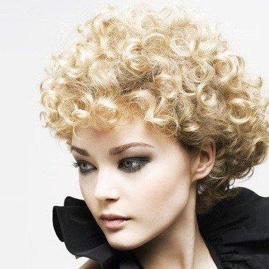 taglio corto riccio   Tagli capelli corti biondi: 30 foto per scegliere il tuo nuovo look!