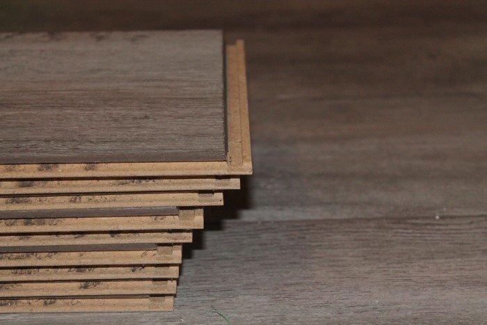 Anche il pavimento in laminato possibile trovarlo in for Pavimento flottante ikea