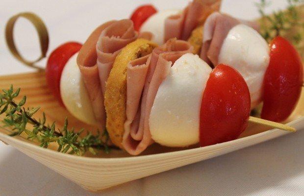 spiedini-facili-pomodorini-mozzarella