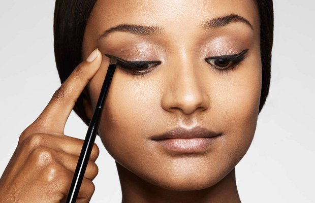 applicare-l-eyeliner-make-up