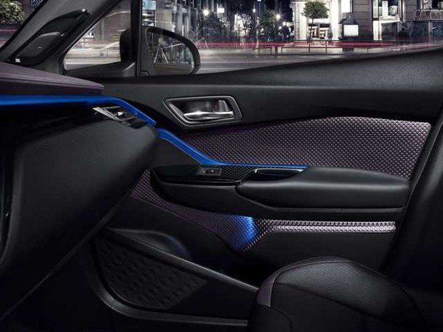 C-HR-Interior-Door-FULL_tcm-20-728498