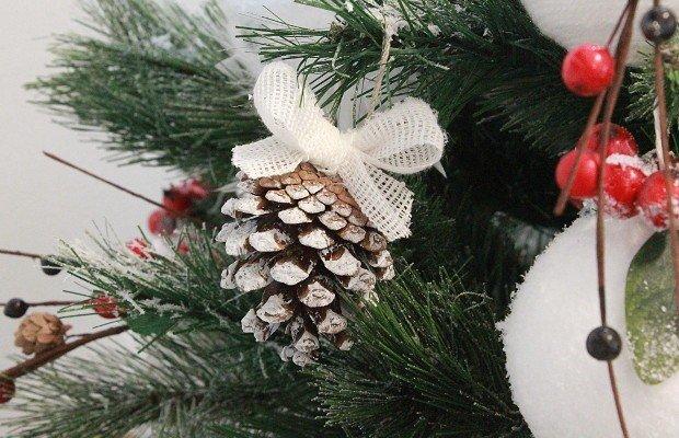 Decorazioni Natalizie Fai Da Te Semplici.Pigna Con Fiocco Decorazione Natale Fai Da Te Rose In The Wind