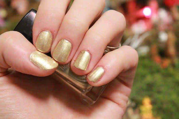 smalto-delle-feste-unghie-oro