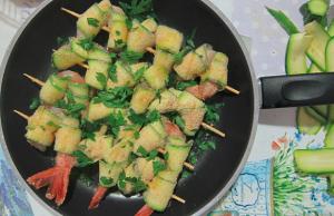 spiedini-di-gamberi-e-zucchine-ricetta-con-foto
